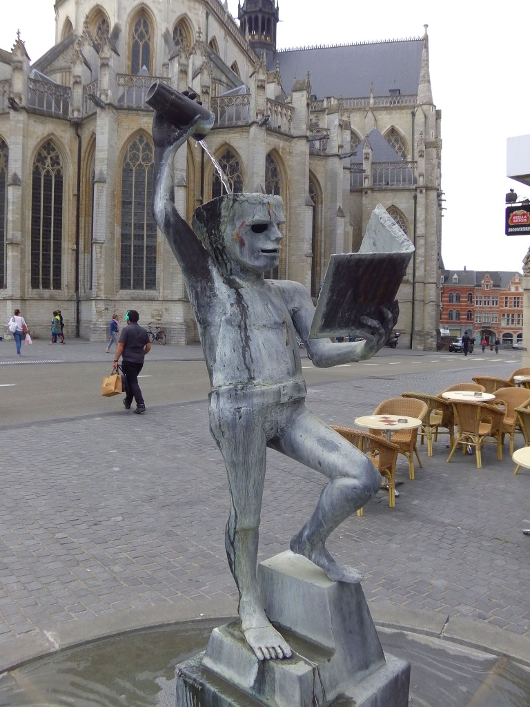 Brussels has Manneken Pis, Leuven has Fonske!